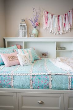 Zip up bedding! This would be perfect for the kids! Zip up bedding! This would be perfect for the kids! Zip up bedding! Shabby Chic Bedrooms, Shabby Chic Homes, Shabby Chic Furniture, Shabby Chic Decor, Modern Bedroom, Country Bedrooms, White Bedrooms, Small Bedrooms, Trendy Bedroom