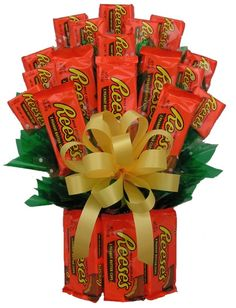 Reese's Candy Bouquet is perfect to send for every special day! Reese's are made into a vase and filled with more Reese's candy. Candy Bar Bouquet, Gift Bouquet, Food Bouquet, Man Bouquet, Flower Bouquets, Reese's Chocolate, Chocolate Bouquet, Chocolate Covered, Valentine Day Gifts