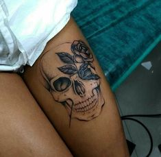 Cool Skull Tattoos For Women – My hair and beauty Skull Tattoos, Body Art Tattoos, Girl Tattoos, Tattoos For Women, Tatoos, Leg Tattoos For Girls, Tattoos On Thighs, Girls With Tattoo, Small Skull Tattoo