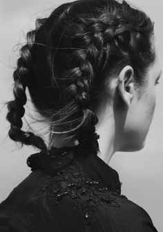 Braids are generally super romantic and feminine so I love how french braid pigtails, more appropriately known as boxer braids, exude a sporty, bad-ass edge. And since the plaits start at the top of the head, it's the… French Braid Pigtails, Double French Braids, Double Braid, French Plaits, Looks Pinterest, Hair Arrange, Messy Hairstyles, Wedding Hairstyles, Hairstyles Videos