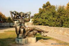 Sochy – Na krásnom modrom Dunaji Garden Sculpture, Lion Sculpture, Bratislava, Statue, Outdoor Decor, Art, Art Background, Kunst, Performing Arts