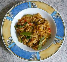 Kitharaki sind griechische Nudeln, die wie Reiskörner aussehen. Sehr lecker sind sie als Teil einer bunten Gemüsepfanne, wie es sie am Mittwoch bei Jessi gab. http://beveggie-goingvegan.blogspot.de/2013/08/vegan-wednesday-53.html