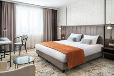 ★★★★ Metropolo by Golden Tulip Krakow, Krakau, Polen Hotel Krakow, Tulip, Bedroom Ideas, Furniture, Home Decor, Krakow, Sound Proofing, Electric Kettles
