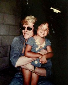 David Bowie and a little girl ^^
