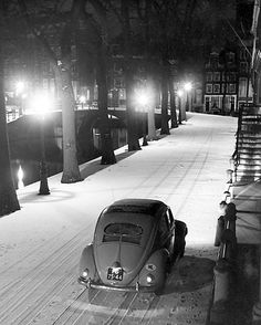 1951. Volkswagen along the Leliegracht in Amsterdam. Photo: Kees Scherer. #amsterdam #1951 #Leliegracht