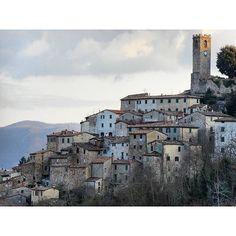 Ed ecco a voi questo gioiellino di Castelnuovo Val di Cecina! Bravissimo @ciacchino che con questa foto ti sei aggiudicato il BEST OF THE DAY OF #igerspisa!  Bravissimo Nico condividi su Facebook e Instagram il tuo scatto vincente!  #botdpisa by igerspisa