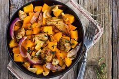 Fall comfort food at its finest! This easy weeknight Butternut Squash Chicken Skillet recipe is sure. Chicken Skillet Recipes, Slow Cooker Chicken, Slow Cooker Huhn, Chicken And Butternut Squash, Roasted Squash, Roasted Vegetable Recipes, Roasted Vegetables, One Pan Meals, Recipes