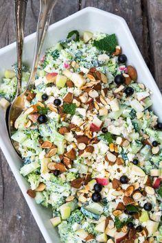A green, filling and vegetarian broccoli salad. Gnocchi Salat, Feta, Waldorf Salat, Cottage Cheese Salad, Vegetarian Recipes, Healthy Recipes, Recipes From Heaven, Easy Salads, I Love Food