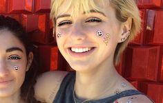 Flash Tattos: marca lança coleção de tatuagens com desenhos de emojis