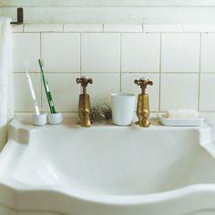 白磁歯ブラシスタンド 1本用 ¥300/無印良品