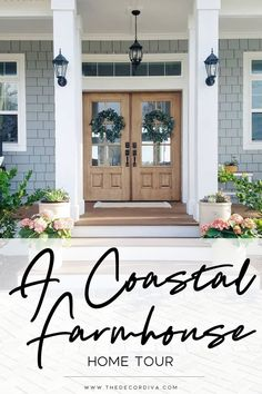 40 Ideas For Exterior Wall Lights Front Porches Living Rooms 40 Ideas For Exterior Wall Light Coastal Farmhouse, Farmhouse Homes, Farmhouse Decor, Farmhouse Blogs, Modern Farmhouse, Paint Colors For Home, House Colors, Exterior Wall Light, Foyer Decorating
