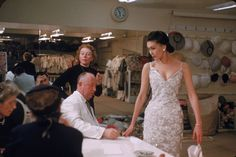 From Christian Dior's post-war New Look fashion sensation to Maria Grazia Chiuri's feminist vision, Vogue looks back at the storied history of the house of Dior's groundbreaking designers. Dior Haute Couture, Couture Mode, Couture Fashion, Vintage Dior, Vintage Mode, Vintage Couture, Christian Dior, 1950s Style, Valentino