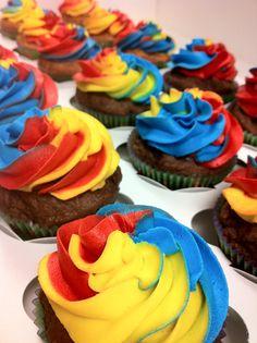 Tye dye (vivid) cupcakes