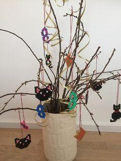 Fastelavnsris Hama perler fastelavn Hama Perler, Design Your Own, Planter Pots