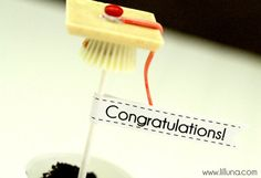 """""""Graduation Cap"""" Dessert Toppers with FREE Printable Tags!"""