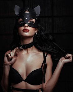 Set of leather bdsm accessories - Leather Cat Mask and leather collar with a lead Leather Mask, Leather Collar, Bunny Mask, Cat Face Mask, Elegantes Outfit, Kittens Playing, Mask Party, Poses, Sensual