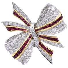 Tiffany & Co diamond and ruby and diamond bow brooch! 38 square faceted rubies set in yellow gold, weighing carats 116 brilliant diamonds set in platinum, weighing Signed: Tiffany and Co Bow Jewelry, Ruby Jewelry, Tiffany Jewelry, Art Deco Jewelry, Gemstone Jewelry, Fine Jewelry, Jewelry Design, Crystal Jewelry, Silver Jewelry