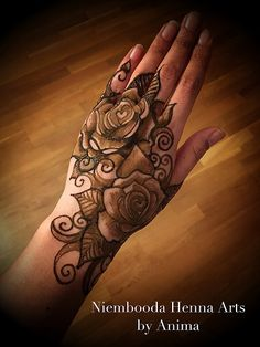 50 Most Attractive Rose Mehndi designs to try - Wedandbeyond Khafif Mehndi Design, Floral Henna Designs, Henna Art Designs, Mehndi Designs For Girls, Mehndi Designs 2018, Mehndi Designs For Beginners, Modern Mehndi Designs, Indian Henna Designs, Dulhan Mehndi Designs