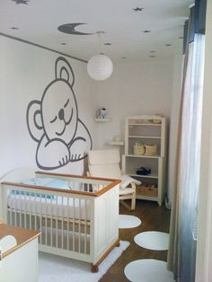 chambre bebe - petite tapis ronds et siège confo