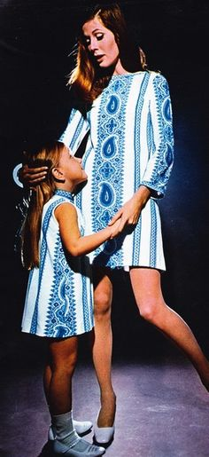 Matching mother daughter dresses. 1968. 60s summer style. Blue and white.