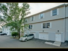 40 CHAMBERLAIN ST (New Haven, CT 06512) - $65,000: Updated and very well maintained townhouse style end-unit condo w/ 3-bedrooms, 2.5 bathrooms, central a/c & an attached garage. master bath. complex not fha approved. hoa not well managed. subject to wells fargo bank short sale approval. - Top End Properties