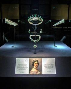 Display of Queen Victoria's Emerald Tiara and Jewels at Kensington Palace #queenvictoria #victoria #jewels #tiara #emerald…