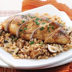 Pollo en vinagre balsámico al Dijon con farro y champiñones | 21 Cosas sorprendentes que puedes hacer en una olla arrocera