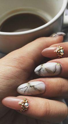 Marbling nail art design