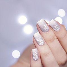 [Nail Art] Christmas nail design with essence … – Nagellack-Kunst - Nail Ombre Nail Designs, Winter Nail Designs, Winter Nail Art, Christmas Nail Designs, Christmas Nail Art, Winter Nails, Nail Art Designs, Christmas Design, Holiday Nails