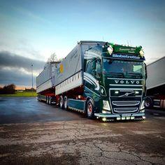 rets sista tvätt gjord 👌😍. #Volvo #volvotrucksmoment #volvofh4 #golow #goinstyle #heavytruckers #nudebusclub #svenssonsåkeri #Hasslö Volvo Trucks, New Trucks, Trailers, Scania V8, Road Train, Old School, Legends, Vehicles, Modern