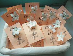 Alfileres para novia de jazmín hecho a mano con porcelana rusa. Si te interesa para regalar en tu boda o evento, contacta con nosotras 601 12 47 09 (también tendemos WhatsApp) / amorartesanias@gmail.com