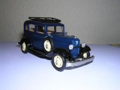 Antiguo coche de hojalata