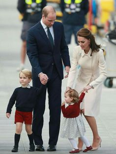 The Royal Family of Prince William & Duchess Kate Middletom Hands On