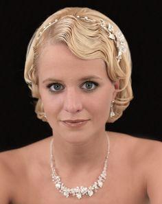 Inspirationen: Frisuren für kurze Haare - Immer wieder werden wir gefragt, ob wir Ideen für Kurzhaar-Brautfrisuren haben, da viele Bräute bereits ganz verzweifelt suchen. Deshalb haben wir Ihnen eine Inspirationen-Galerie zusammengestellt mit den verschiedensten Ideenansätzen, die Ihnen helfen könnten.