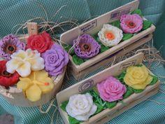 Sabonete flor Peônia na jardineira