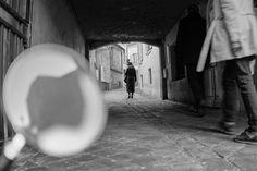 Des empoisonneuses sous le règne de Louis XIV, au procès de Landru durant l'entre-deux-guerres, revivez les grandes affaires criminelles qui ont secoué Versailles...En parcourant les rues de la ville, vous vous amuserez également des mille et un faits divers consignés dans les rapports de police à l'époque royale...