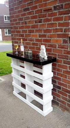 DIY Pallet Bar with Glass Top | 101 Pallets