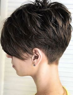 24 Popular Short Undercut Pixie Hairstyle To Look Great - Page 20 of 24 - Fashio. Pixie Haircut For Round Faces, Pixie Haircut For Thick Hair, Short Pixie Haircuts, Short Bob Hairstyles, Shaved Hairstyles, Long Pixie Hair, Short Hair Cuts For Women Pixie, Curly Pixie, Haircut Short