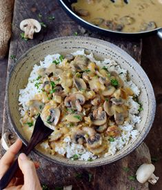 Vegan Mushroom Stroganoff with rice! This gluten-free dish is a great comfort meal. It's creamy, flavorful and you'll need less than 30 minutes to cook it! #vegan #glutenfree #mushrooms #stroganoff #dinner #lunch | elavegan.com