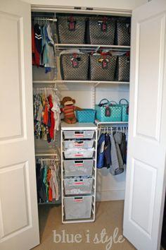 Blue i Style: {organizing with style} Nursery Closet