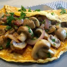 Gevulde omelet met knoflookchampignons champignon omele… - Lo Que Necesitas Saber Para Una Vida Saludable Easy Baking Recipes, Fun Easy Recipes, Healthy Recipes, Easy Omelet, Healthy Omelette, Breakfast Omelette, Omelette Recipe, Omelette Ideas, Cheap Meals