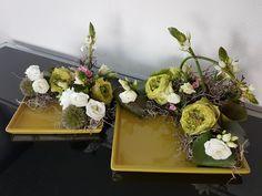 2 schalen met dezelfde bloemen.