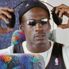 Nba Players, Basketball Players, Urbane Fotografie, Michael Jordan Pictures, Michael Jordan Meme, Karl Malone, Michael Jordan Basketball, Nba Fashion, Basketball Photography