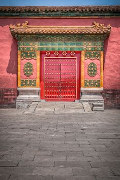 Forbidden Door, Beijing, China. China will be our dream destination as a family. Porte Cochere, Chinese Architecture, Architecture Details, Chinese Door, Chinese Courtyard, Chinese Theme, Build Your House, Unusual Buildings, Imperial Palace