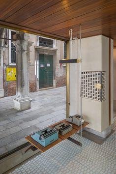 Brunner Sanina - Carlo Scarpa -Negozio Olivetti - Veneza, Italy - 1958 - photo by Xavier de Jauréguiberry Carlo Scarpa, Metal Structure, Space Architecture, Pergola, Cool Designs, Outdoor Structures, Patio, Interior Design, Outdoor Decor