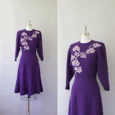 Lovely 1940s climbing ivy pattern purple knit dress.