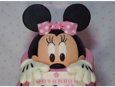 Minnie Mouse Cake - Cake by Toni (White Crafty Cakes)