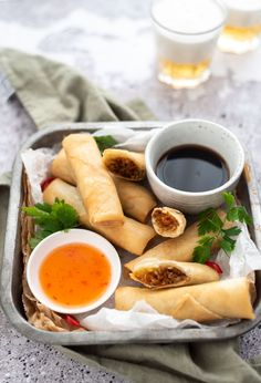 Vietnamese Street Food, Vietnamese Spring Rolls, A Food, Good Food, Food And Drink, Yummy Food, Asian Recipes, Healthy Recipes, Ethnic Recipes