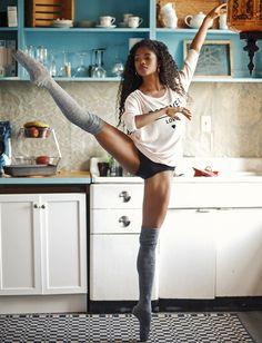 Rien de tel qu'un pas de danse classique en préparant le café du matin pour bien commencer sa journée...