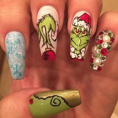 Weihnachtliche Manikür-Ideen mit dem Grinch